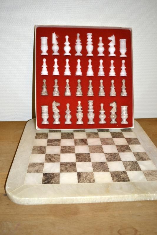 Шах от алабастър